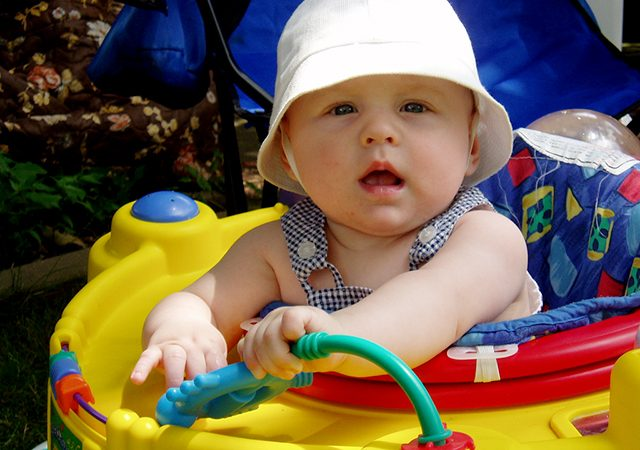 Pediatricians push to ban baby walkers