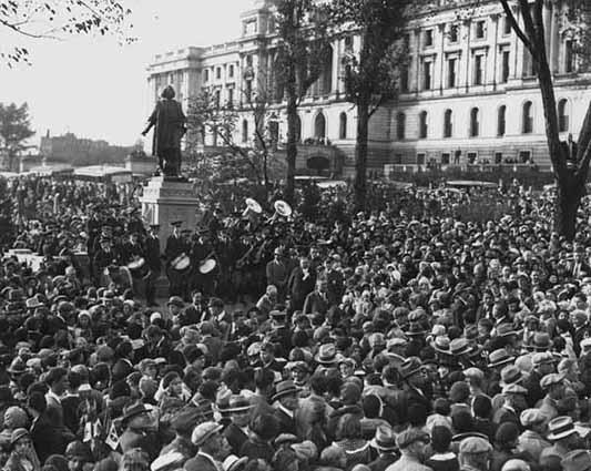 historical photo of crowds surrounding columbus statue at dedication