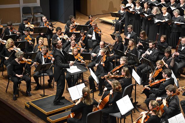 Matthew Mahaffey conducting the Oratorio Society of Minnesota Chorus and Orchestra.