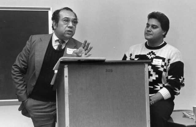 photo of mario duarte speaking at lectern