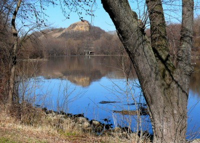 photo of barn bluff across a river