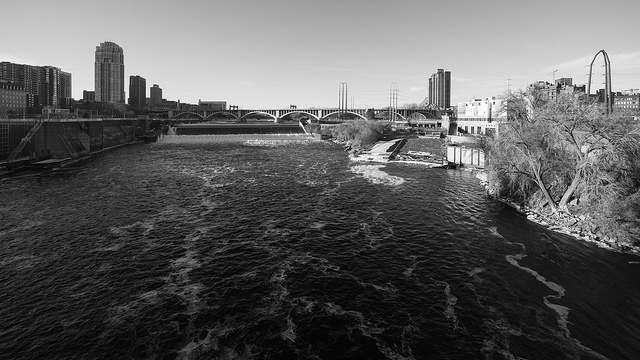 photo of mississippi river in minneapolis