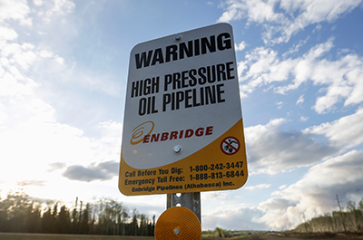 photo of sign indicating pipeline location