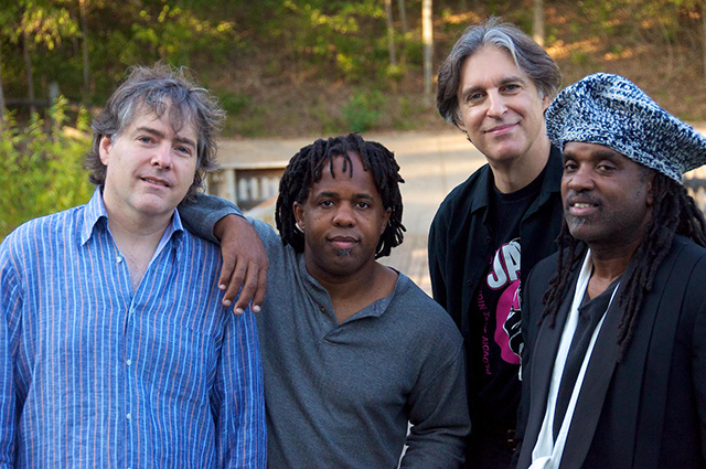 Béla Fleck and the Flecktones bring their 30th anniversary tour to Music in the Zoo on June 26.