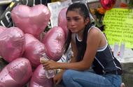 El Paso mourner