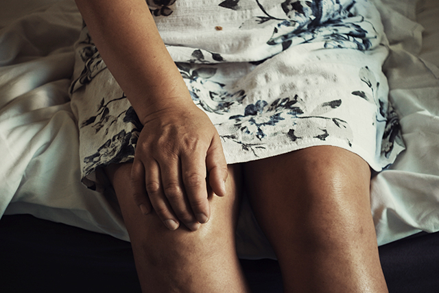 Knee osteoporosis affects an estimated 10 percent of men and 13 percent of women aged 60 or older in the United States.