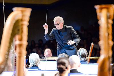 Osmo Vänskä conducting the Minnesota Orchestra in Cuba in 2015.