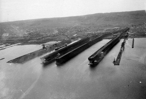 Ore docks, Duluth, 1950