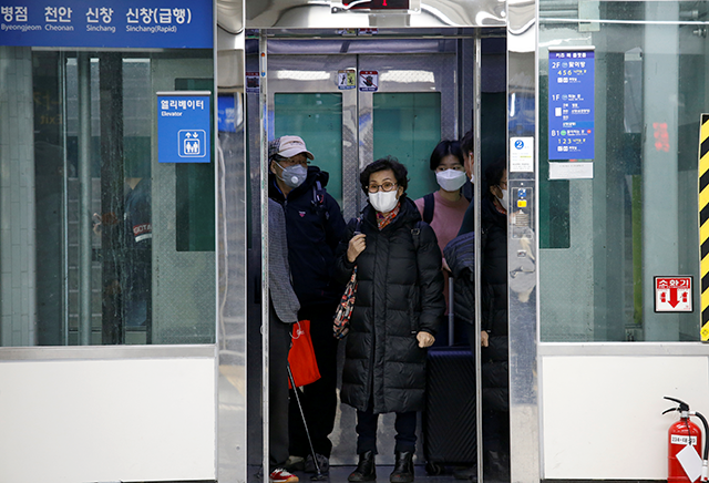 People wearing masks taking the elevator at a subway station in Seoul, South Korea, on Wednesday.