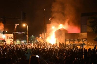 3rd Precinct burning