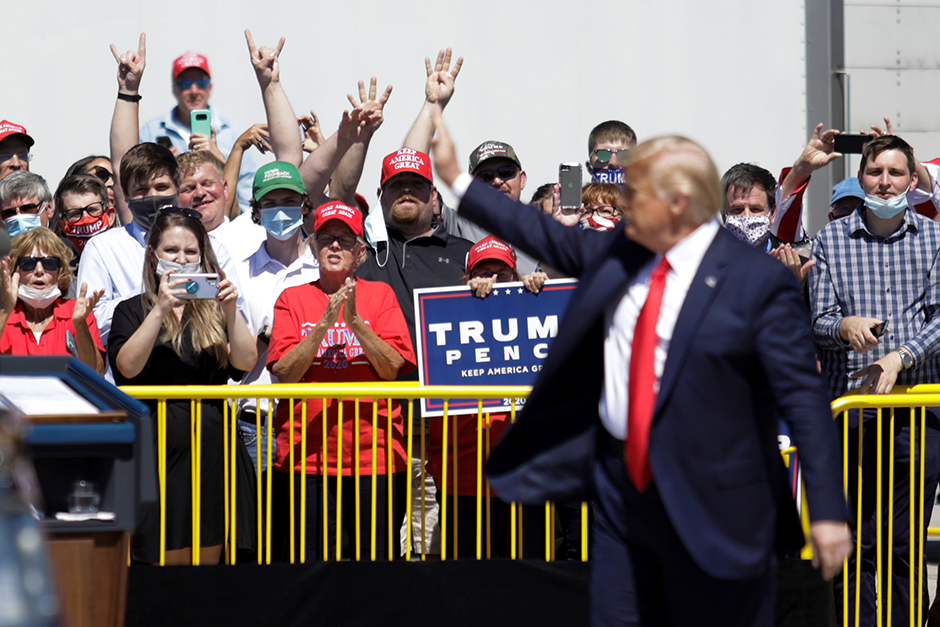 President Donald Trump waving to supporters after arriving at Minneapolis-Saint Paul International Airport on August 17.