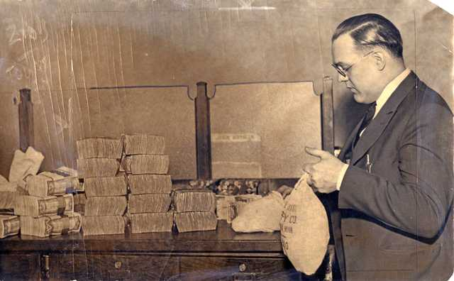 A man deposits money in the Bank of St. Paul, March 1933.