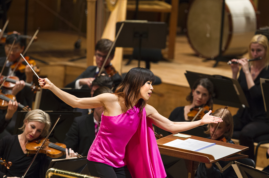 """Sarah Hicks leading the Minnesota Orchestra, and several local chefs, in """"A Musical Feast"""" in 2015."""