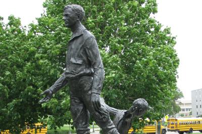 photo of statu of charles lindbergh