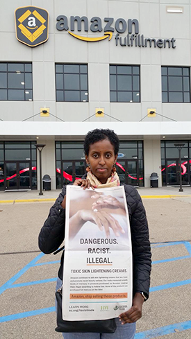 Amira Adawe went to Amazon's Shakopee offices to present a petition asking them to stop selling skin-lightening creams.