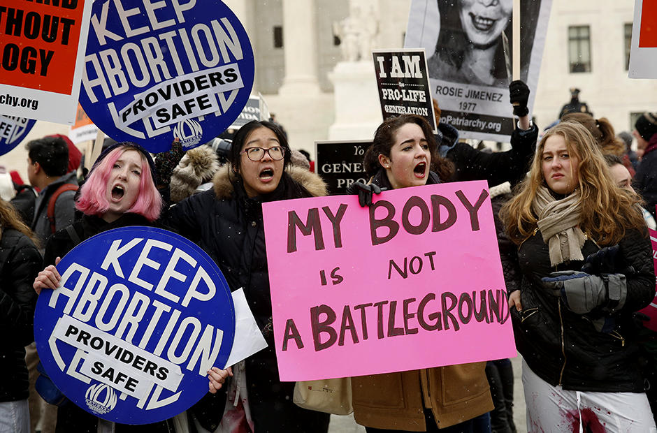 Pro- and anti-choice supporters demonstrating in front of the U.S. Supreme Court on January 22, 2016.