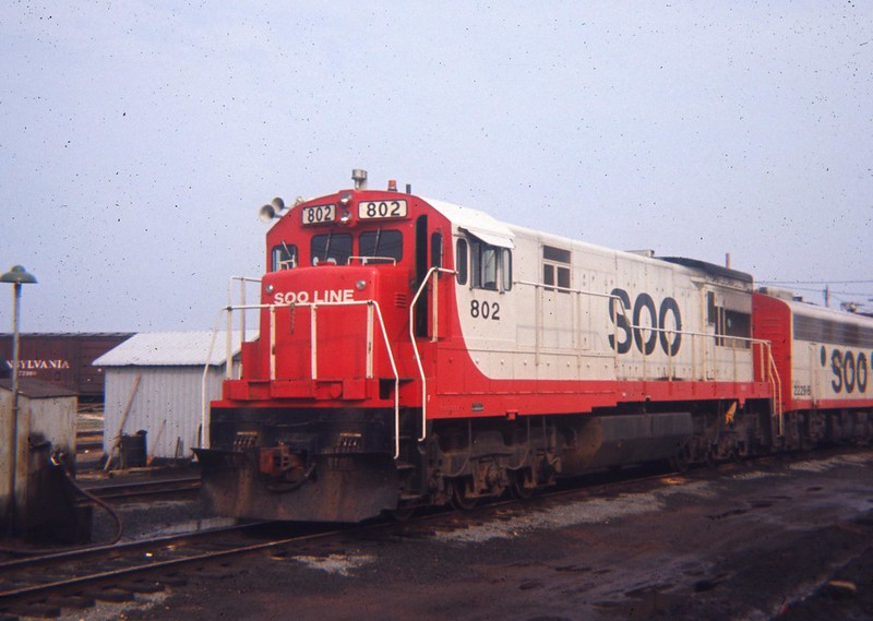 phot of red and white soo line locomotive