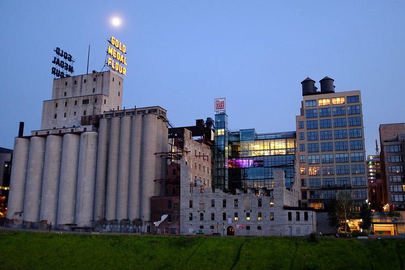 photo of mill city museum with washburn a mill ruins visible in foreground