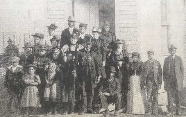 historic photo of the congregation of browns chapel