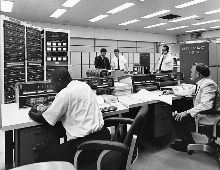A UNIVAC 494 computer at NASA in 1961.