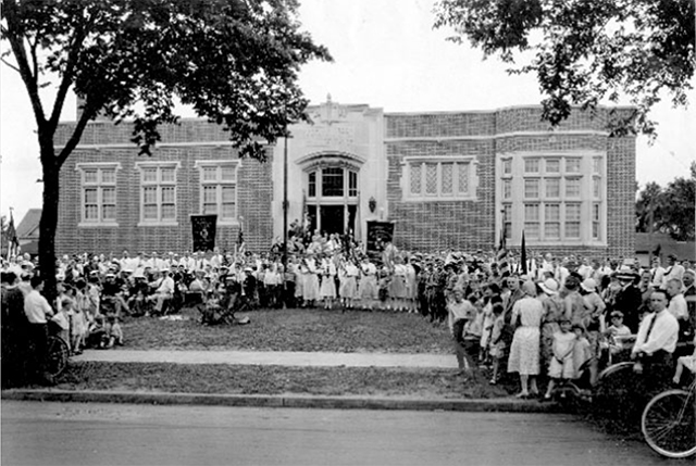 An image from the 1930 dedication of the Hamline-Midway Library.