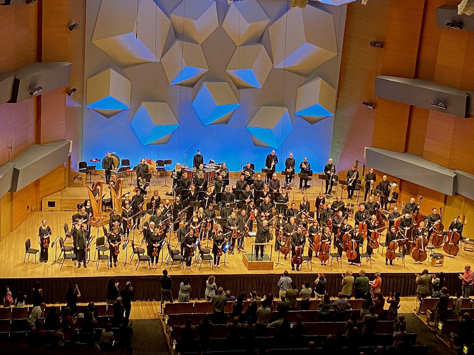photo of full minnesota orchestra on stage