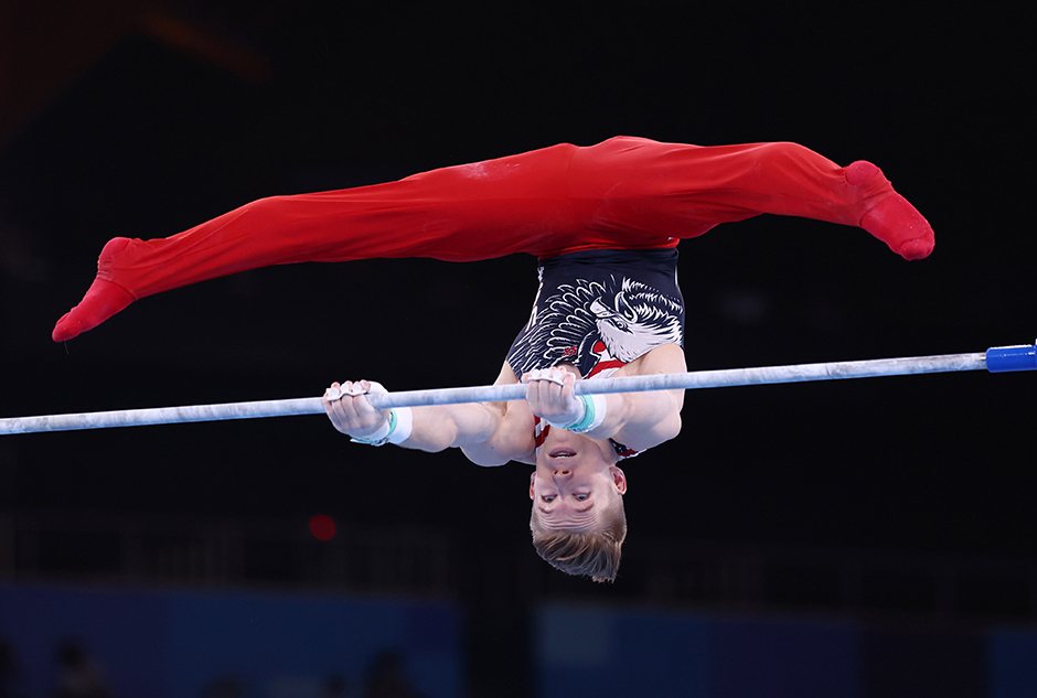 University of Minnesota graduate Shane Wiskus in action on the horizontal bar during the Tokyo Olympics.