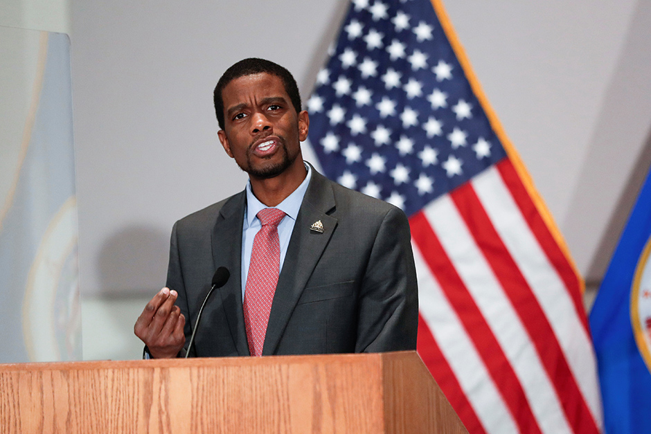 """St. Paul Mayor Melvin Carter: """"While many cities are stuck in this community-or-police dichotomy, which I don't think really helps. We have built a bigger conversation together."""""""
