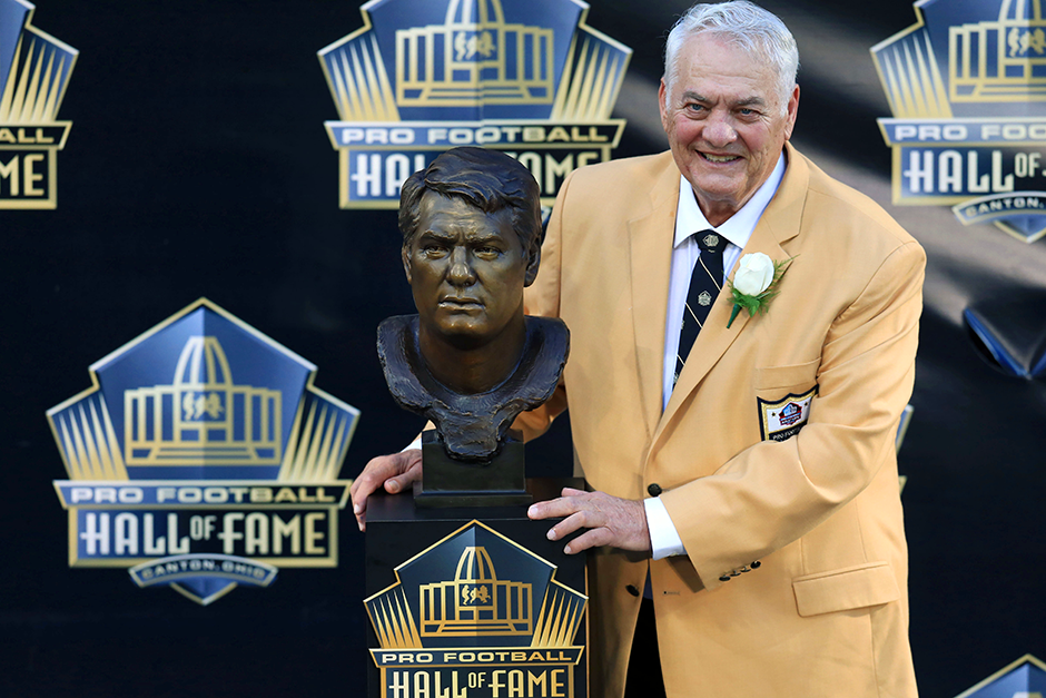 Mick Tingelhoff posing with his bust at the 2015 Pro Football Enshrinement Cermony at Tom Benson Hall of Fame Stadium.