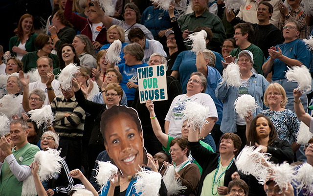 Sign-waving Lynx fans