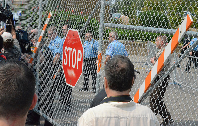 A police line rushed to close Gate 7 on Como Avenue