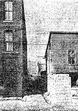 An illustration of an alley from the Tribune of Fish Alley