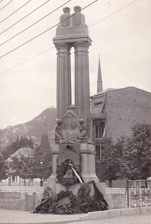 1917-1918 Monument to Archduke Franz Ferdinand and Duchess Sophia.