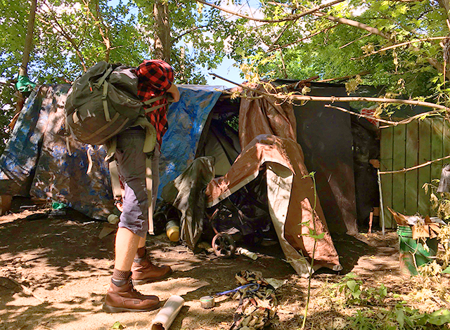 Dave Katzenmeyer approaching Cleveland's tent.