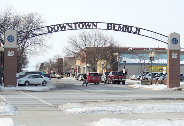 An entrance to downtown Bemidji, which has two Irish pubs and cafes.