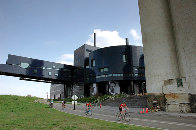 Guthrie Theater bycylists