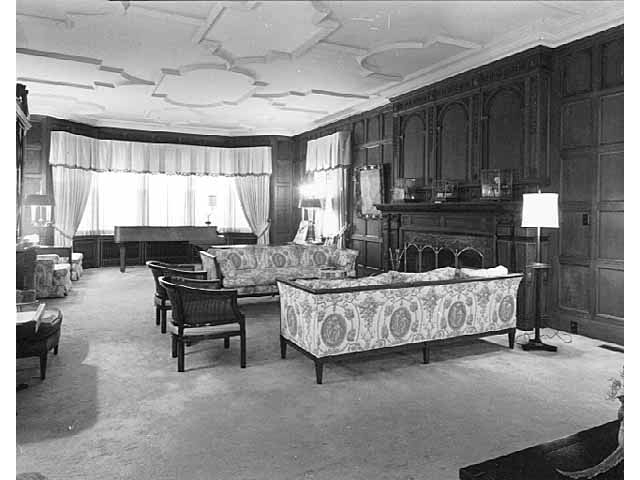 The drawing room, Governor's Residence, 1006 Summit Avenue, in 1979.