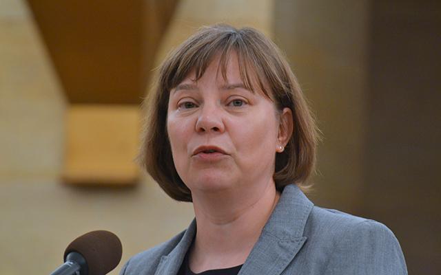 Dr. Laura Kalambokidis