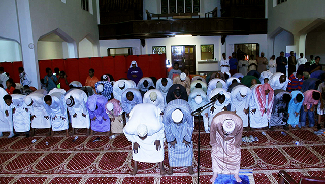 Muslims performing especial Ramadan prayers