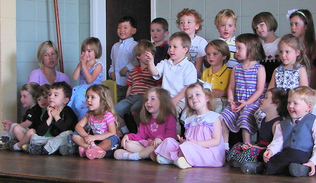 Singing preschoolers