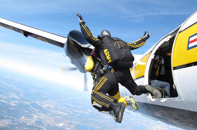 Prettner Solon performing a tandem skydive