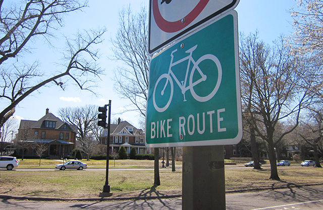 Summit Avenue bike route sign