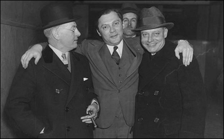 Kid Cann, center, after his acquittal for the murder of Walter Liggett.