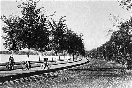 The dedicated bicycle path around Lake Harriet in the 1890s was similar to the modern arrangement.