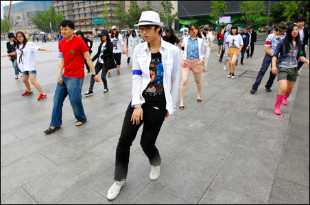 """South Korean fans of Michael Jackson form a dancing """"flash mob"""" in Seoul."""