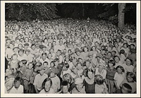 A Riverside Park community sing circa 1921.