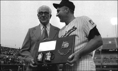 Ossie Bluege, who scouted and signed Harmon Killebrew for Washington in 1954, awarded Killebrew an inscribed plaque commemorating his 500th home run.
