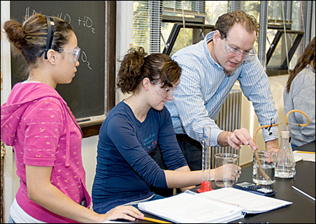 Daron Janzen assists students during a chemistry lab.