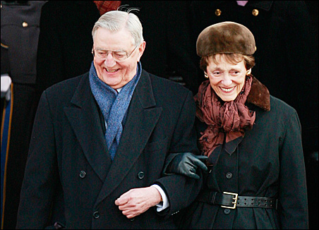 Former Vice President Walter Mondale and his wife, Joan, arrive for Tuesday's inauguration ceremonies.