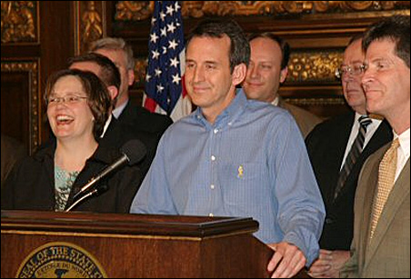 Everybody's happy: Gov. Tim Pawlenty, center, is all smiles while announcing a budget deal Sunday with House Speaker Margaret Anderson Kelliher and Senate Majority Leader Larry Pogemiller.